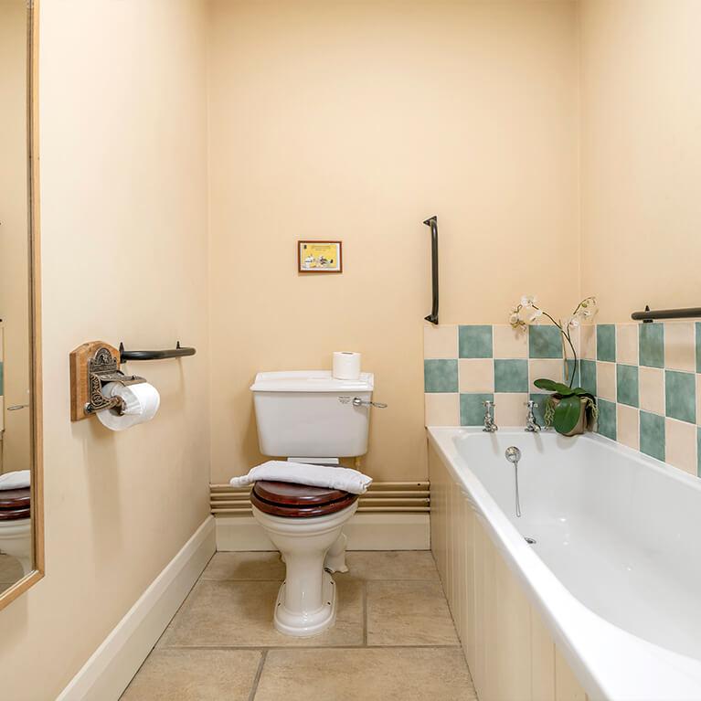 Little Walk Cottage Bathroom