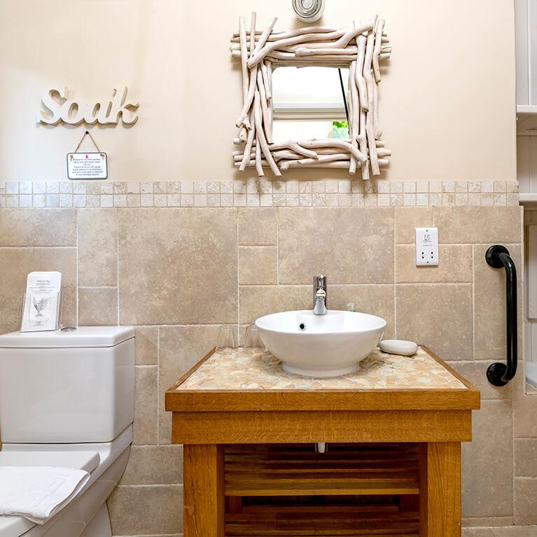 Marris Barn Bathroom
