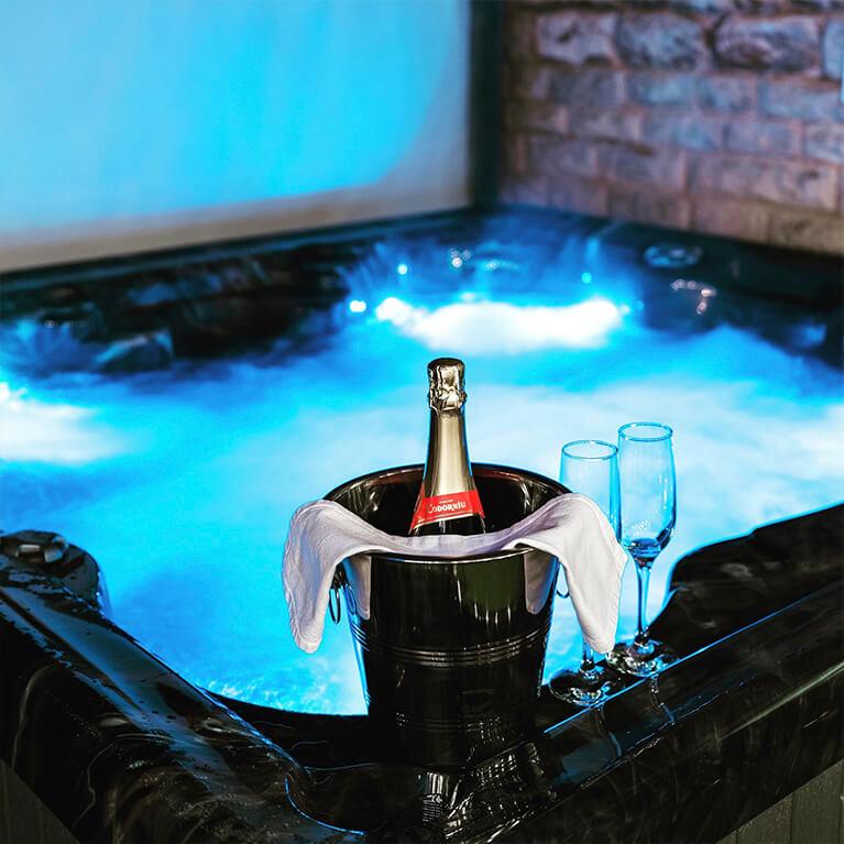 Stamford Farmhouse Hot Tub