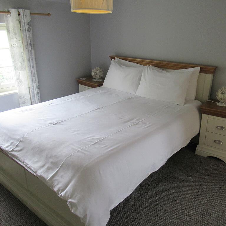Villa Farm Cottage bedroom