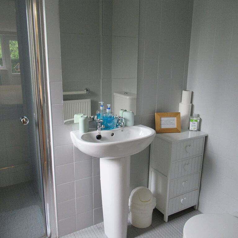 Villa Farm Cottage Bathroom